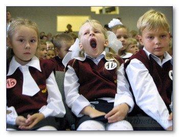 Ребенку трудно привыкнуть к школе.