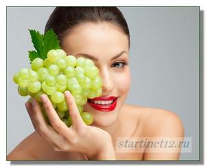 Девушка с гроздью винограда.