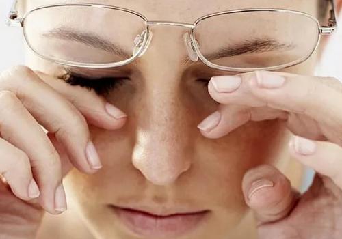 Как снять усталость и сухость глаз
