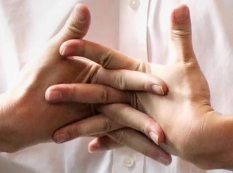 Что делать, если хрустят суставы у человека