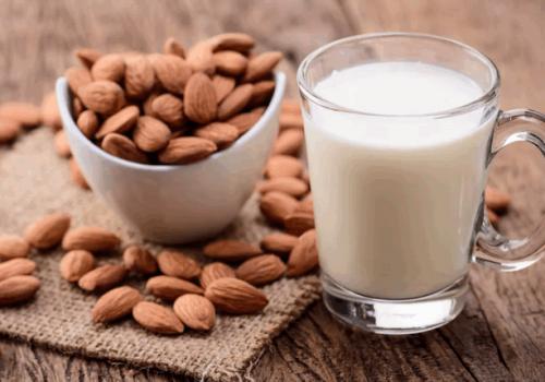 Польза и вред миндального молока. Что можно из него приготовить